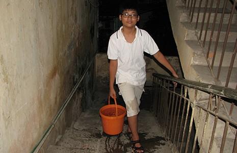 Dân Hà Nội khổ vì đường ống nước sông Đà vỡ lần thứ… 13 - ảnh 1