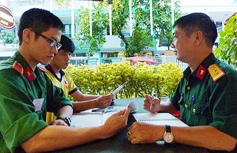 Sinh viên trường quân sự chiếm lĩnh trận địa - ảnh 1