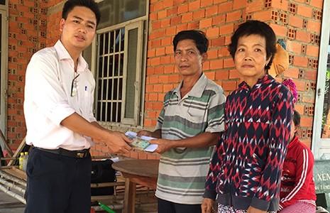 Vợ chồng người bán vé số ở Tây Ninh đã có đất để xây nhà  - ảnh 2