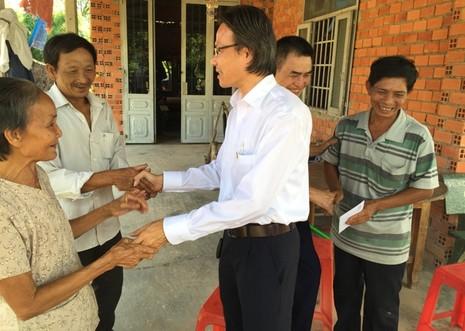 Vợ chồng người bán vé số ở Tây Ninh đã có đất để xây nhà  - ảnh 1