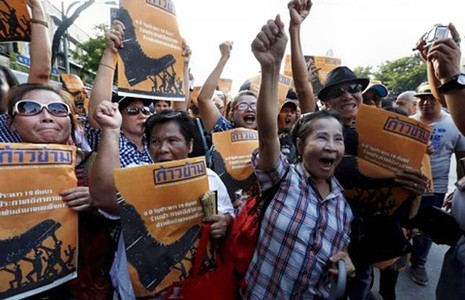 Ông Thaksin chờ thời cơ về Thái Lan - ảnh 1