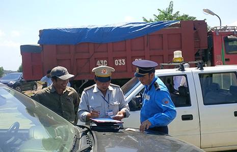 Bị tố bảo kê xe quá tải, CSGT Đà Nẵng nói gì?  - ảnh 2