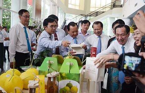 Nhà Bè và Hóc Môn được công nhận huyện nông thôn mới - ảnh 1