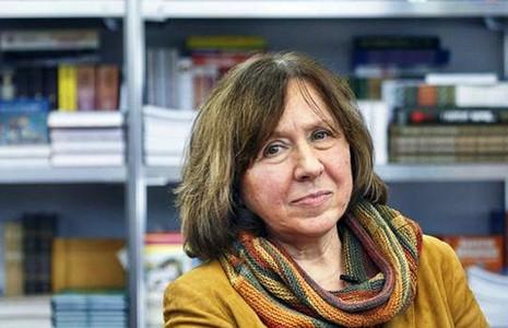 Nhà văn nữ Belarus đoạt giải Nobel văn học 2015 - ảnh 1