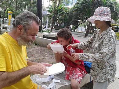 Châu 'từ thiện' ở Công viên 23-9 - ảnh 2