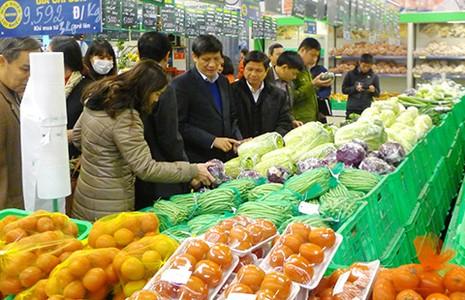 Cấp xã phạt thực phẩm bẩn: Tránh lạm quyền - ảnh 1