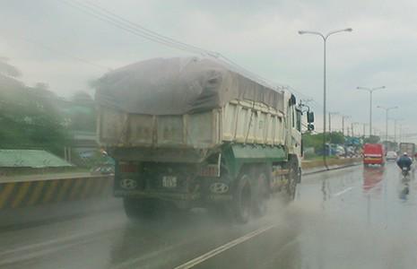 'Hung thần' xe ben lộng hành quốc lộ 1K  - ảnh 1