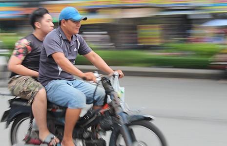 TP.HCM quyết dẹp xe máy 'mù' - ảnh 2