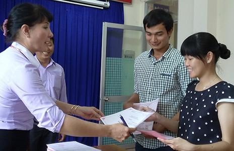 Kết hôn, sinh con được nhận thư chúc mừng của phường - ảnh 1