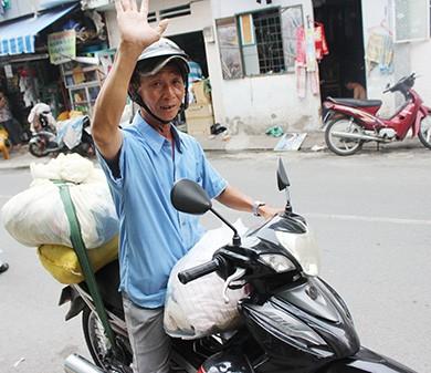 Sắm xe Jeep đi xin quà cho người nghèo - ảnh 3