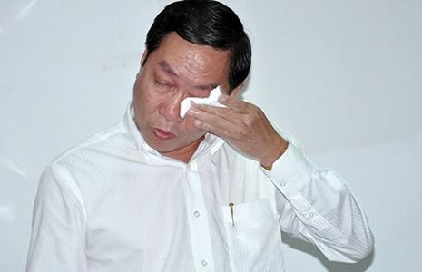 Giám đốc Sở Y tế TP.HCM khóc khi họp báo - ảnh 1