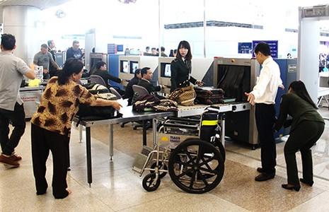 Bớt thủ tục cho khách qua sân bay Tân Sơn Nhất - ảnh 1