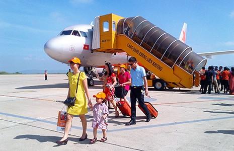 Người Việt bay sang Thái Lan về quê ăn tết - ảnh 1