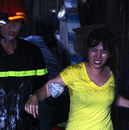 Tám căn nhà giữa Sài Gòn bị thiêu rụi - ảnh 3