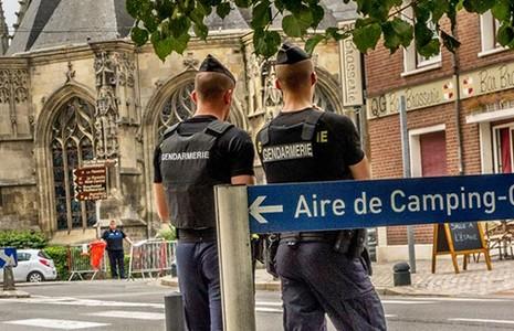Pháp và Mỹ cảnh giác khủng bố dịp lễ Giáng sinh - ảnh 1