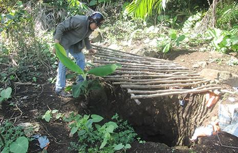 Đột nhập hầm vàng lậu giữa rừng cấm - ảnh 2