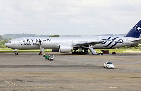 Máy bay Air France hạ cánh khẩn cấp vì nghi có bom - ảnh 1