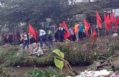 Học sinh bỏ lớp, phản đối xây chợ - ảnh 2