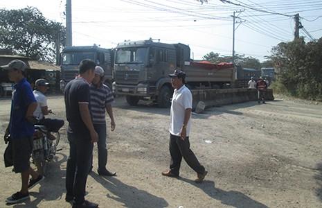 Đồng Nai: Dân dựng rào chặn xe đá - ảnh 1