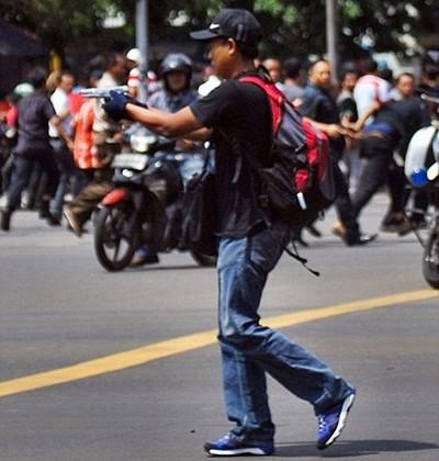 Bảy tên khủng bố tấn công Jakarta - ảnh 2
