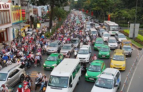 'Giải cứu' kẹt xe sân bay Tân Sơn Nhất - ảnh 2