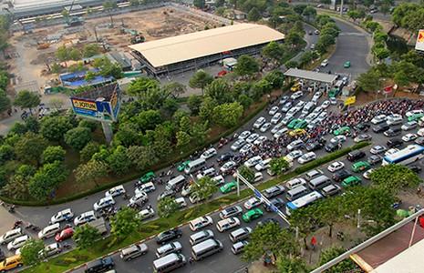 'Giải cứu' kẹt xe sân bay Tân Sơn Nhất - ảnh 1