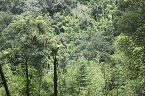 Phóng viên đu dây vượt thác Datanla - ảnh 2