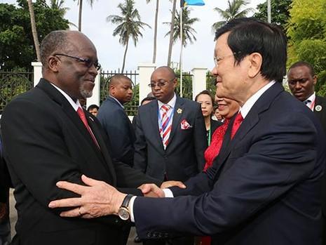 Chủ tịch nước Trương Tấn Sang hội đàm với tổng thống Tanzania - ảnh 1