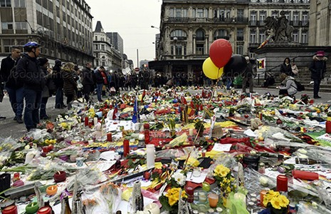 Bỉ chưa rõ nhân dạng tên khủng bố đội mũ đen - ảnh 1