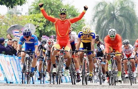 Tour of Thailand 2016: Nguyễn Thành Tâm chiến thắng chặng 2 - ảnh 1