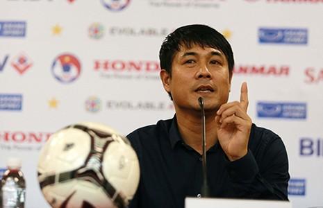 'Đừng ca ngợi cầu thủ Việt Nam như Messi, Ronaldo…' - ảnh 1