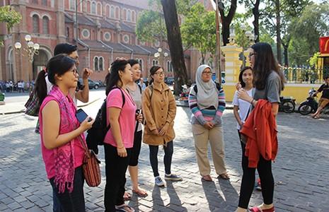 Tình nguyện làm hướng dẫn viên du lịch miễn phí - ảnh 1