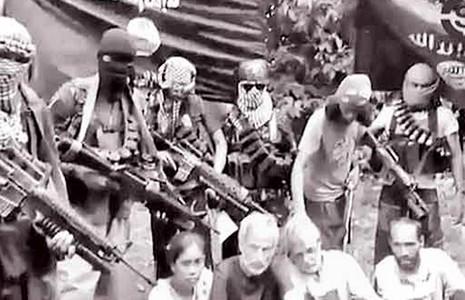 Không được tiền chuộc, phiến quân Abu Sayyaf giết con tin Canada  - ảnh 1