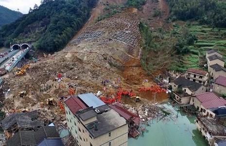 100.000 m3 bùn chôn vùi nhà máy thủy điện - ảnh 1