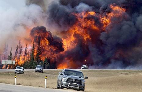 Các doanh nghiệp dầu mỏ sốt ruột do cháy rừng ở Canada  - ảnh 1