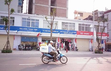 'Đồng phục' biển hiệu ở Hà Nội: Không ổn! - ảnh 1