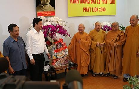 Lãnh đạo TP.HCM chúc mừng đại lễ Phật đản - ảnh 1
