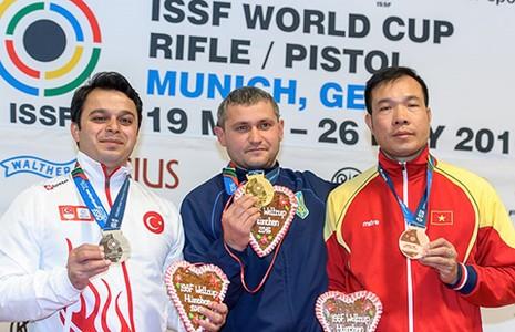 Hoàng Xuân Vinh đoạt HCĐ World Cup - ảnh 1