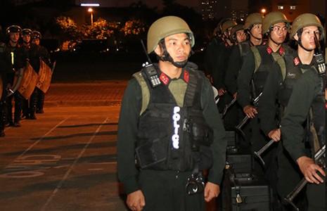 100 đặc nhiệm tinh nhuệ vây quanh ông Obama - ảnh 1