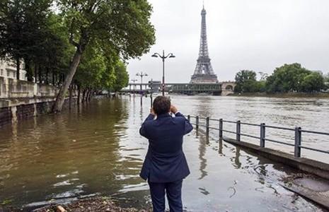 Văn phòng tổng thống Pháp chuẩn bị di dời do lũ lụt - ảnh 1