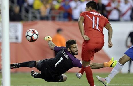 Copa America 2016: Brazil bị loại vì 'bàn tay của Chúa' - ảnh 1