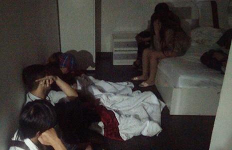45 thanh niên phê ma túy trong khách sạn - ảnh 1
