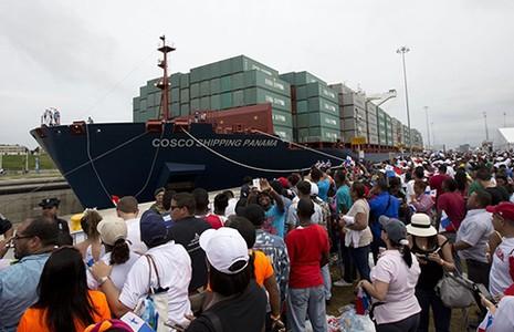 Kênh đào Panama mở rộng đón tàu container đầu tiên - ảnh 1