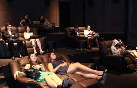 'Quá lố' khi xem phim giường nằm có bị đuổi? - ảnh 2