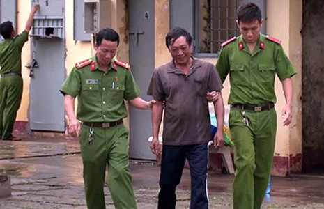Hành trình bỏ trốn của kẻ cướp có súng AK - ảnh 1