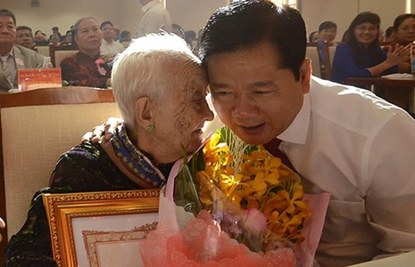 TP.HCM: 33 bà mẹ được tặng danh hiệu Bà mẹ Việt Nam anh hùng - ảnh 1