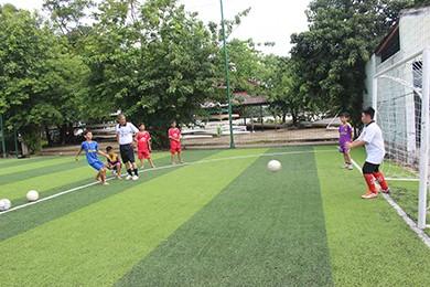 Dùng bóng đá xóa chửi thề của trẻ đường phố - ảnh 2