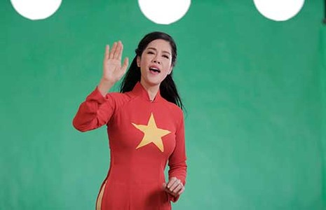 Hàng ngàn người Việt hát phản ứng bá quyền Trung Quốc - ảnh 1