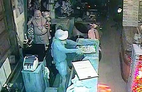 Băng trộm tiệm vàng từ TP.HCM xuống miền Tây gây án - ảnh 1