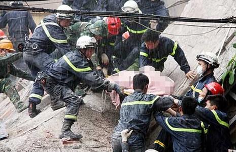 Sập nhà bốn tầng, hai người chết - ảnh 1